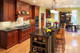 Traditional style kitchen with Westlake Village kitchen cabinets